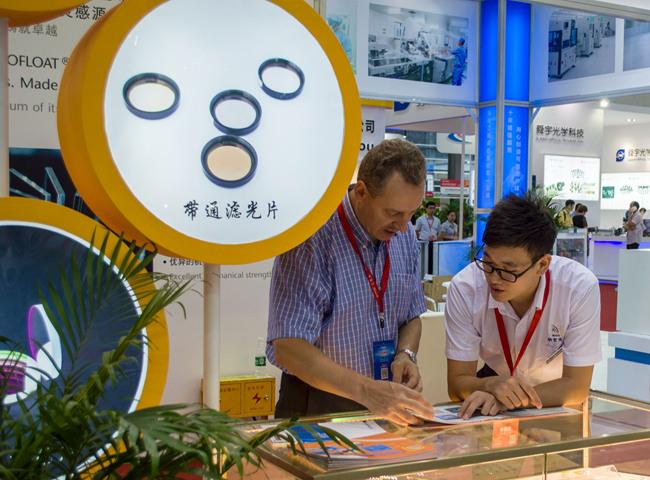 国外客户了解纳宏光电产品